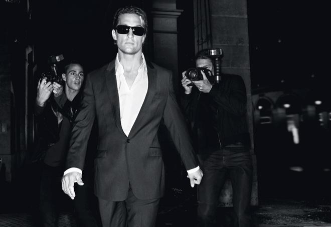 Кадры сделаны во время съемок рекламного ролика в Париже. Режиссер: Жан-Батист Мондино (фотограф и автор знаменитых клипов Мадонны, Бьорк, Стинга, Дэвида Боуи).