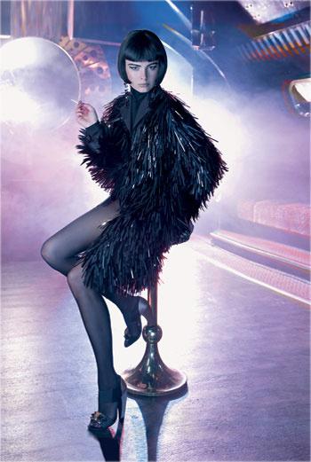 Пальто, Prada; водолазка, Antoniо Berrardi; туфли, Prada; серьги, Françoise Montague; колготки, Wolford