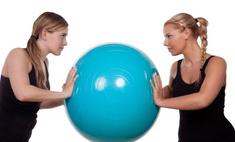 Упражнения с мячом для домашнего фитнеса