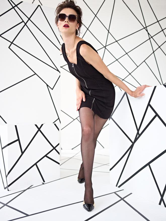 Черное платье до колен