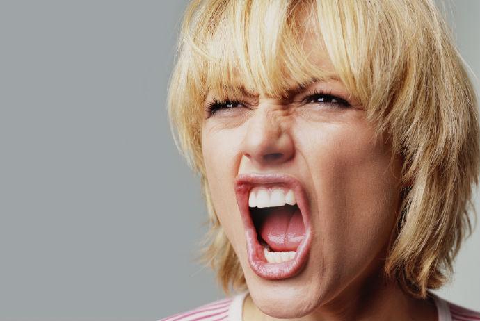 Как контролировать эмоции во время ПМС