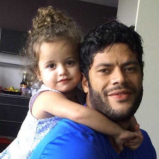 Халк удочерил маленькую девочку по имени Алисия: фото, подробности