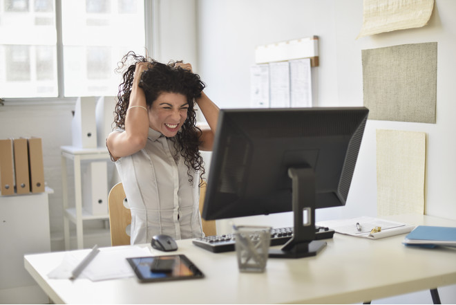 Раздражительность у женщин может возникать из-за гормональных нарушений