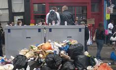 Забастовка дворников привела к замусориванию улицы в Англии