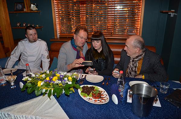 Жюри оценивает блюдо Сергея Сычева
