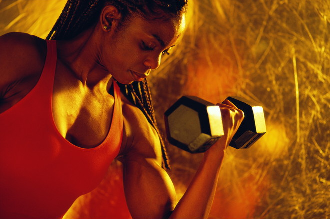 Как накачать мышцы рук женщине