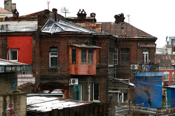 Стены старых домов многое могут рассказать о Владивостоке