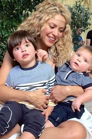 Шакира с сыновьями фото