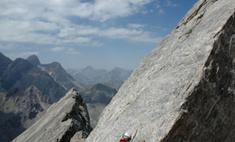 Альпинист упал с 300-метровой высоты и остался жив