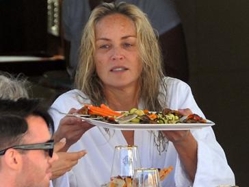 Шэрон Стоун (Sharon Stone) отдыхает на яхте Роберто Кавалли в Каннах