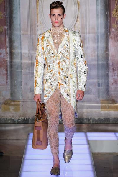 Во Флоренции прошел показ мужской коллекции Moschino | галерея [2] фото [13]