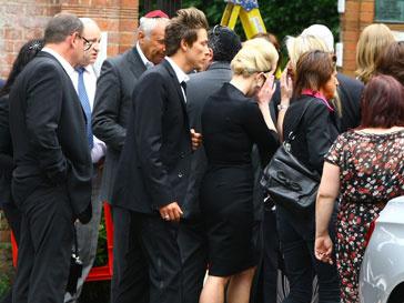 Эми Уайнхаус (Amy Winehouse) похоронили в Лондоне 28 июля 2011 года