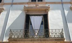 Обустройство балкона: выбираем шторы
