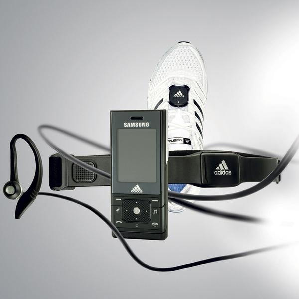 Система miCoach от Samsung и Adidas позволяет составить график тренировок и персональный плей-лист, а также включает кардиомонитор и шагомер, прикрепляемый к кроссовкам.