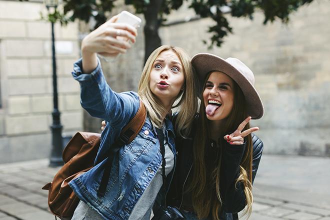 Ученые проверили «правило некрасивой подруги»