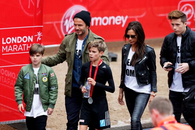 Дэвид и Виктория Бэкхем с детьми