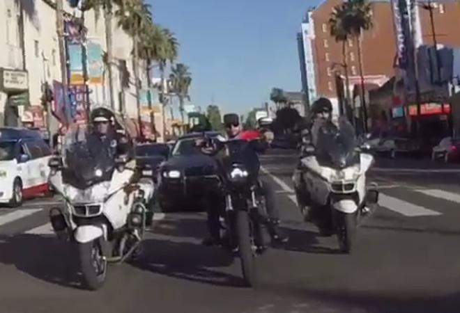 Тимати ездит на мотоцикле в Лос-Анджелесе в сопровождении полиции видео