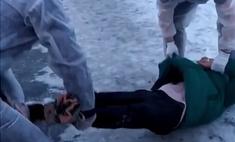 магнитогорске блогер разыграл прохожих притворившись коронавирус видео