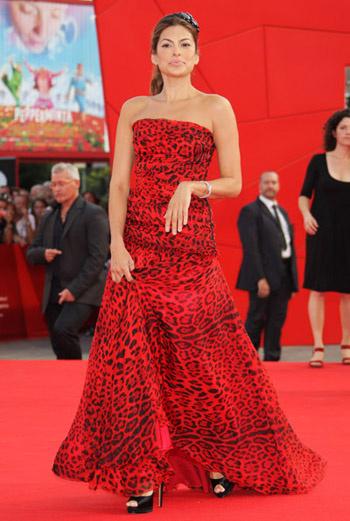 Ева Мендес на красной ковровой дорожке