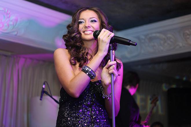 Певица исполнила несколько песен с нового альбома.