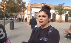 Девушка на электросамокате дает интервью о правилах безопасной езды— через 15 секунд ее сбивает машина (видео)