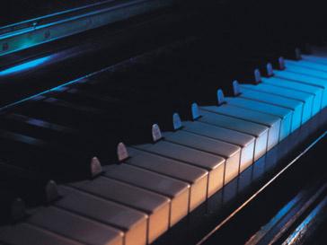 Китайский виртуоз доказал, что для игры на фортепиано не нужны руки