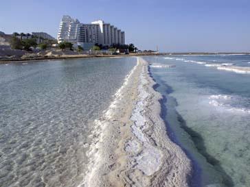 В бассейнах Мертвого моря поднялся уровень соли