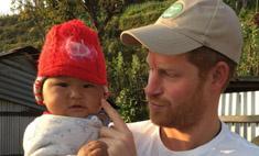 Милота дня: принц Гарри с младенцем