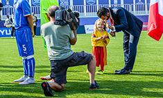 Девочка и футболист
