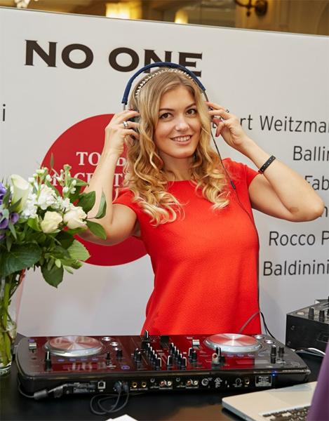 DJ Loona
