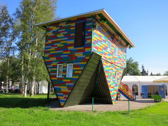 «Дом наоборот» на Крестовском