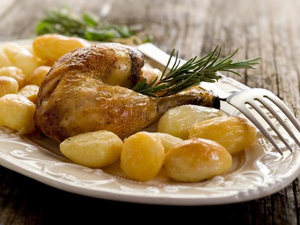 Запеченные окорочка с картошкой