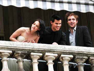 Кристен Стюарт (Kristen Stewart), Тэйлор Лотнер (Taylor Lautner) и Роберт Паттинсон (Robert Pattinson) после «Сумерек» проснулись богатыми и знаменитыми