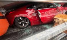 Фура расплющила автомобиль, но на водителе— ни царапины