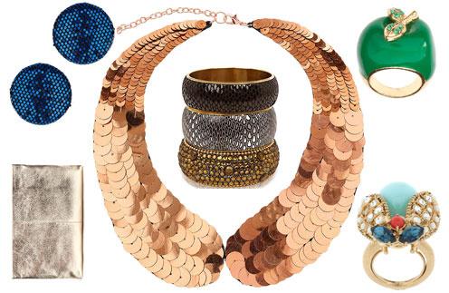 Кошелек Zara, серьги TopShop, воротничок TopShop, браслеты River Island, кольцо в виде яблока Pieces, кольцо в виде мухи Juicy Couture