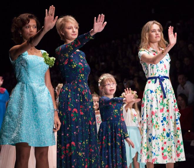 Наталья Водянова на показе Zarina, весна-лето 2016