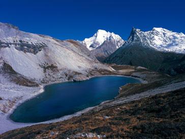 Горное озеро в Гималаях