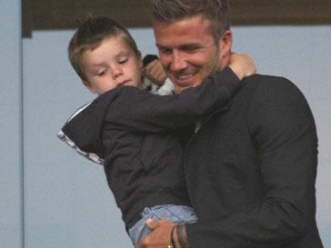 Дэвид Бекхэм (David Beckham) - заботливый отец