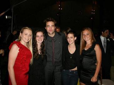 Роберт Паттинсон (Robert Pattinson) и Кристен Стюарт (Kristen Stewart) вместе отдохнули на свадьбе друга