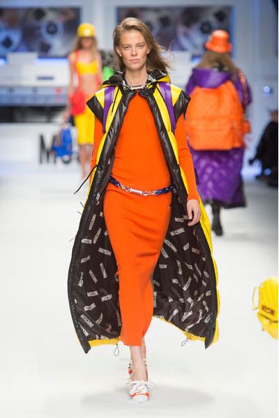 Показ Moschino на Неделе моды в Милане | галерея [2] фото [6]