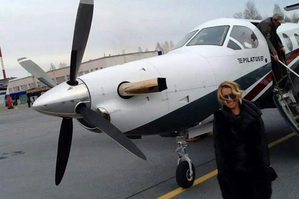 Анжелика Варум в кировском аэропорту