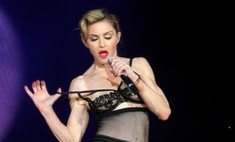 Мадонна показала грудь турецким фанатам