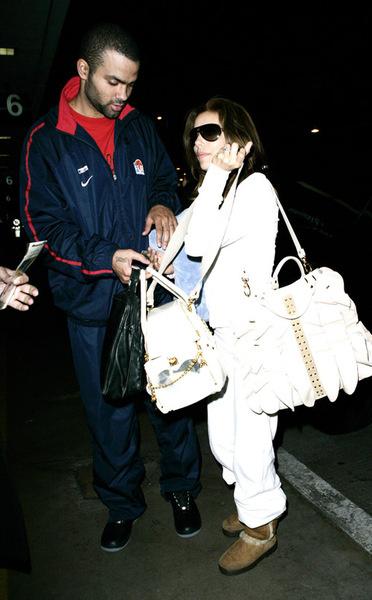 Ева и Тони в аэропорту Лос-Анжелеса, 14 декабря