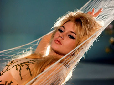 Брижит Бардо (Brigitte Bardot) впечатлила представителей сильного пола в картине «И бог создал женщину»