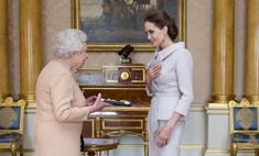 Елизавета II наградила Джоли титулом почетной дамы