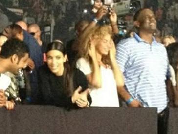 Бейонсе (Beyonce) и Ким Кардашьян (Kim Kardashian) на концерте в Бермингеме