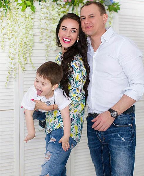 Степан Меньщиков с семьей, фото