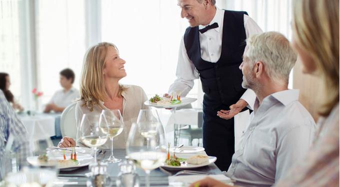 8 психологических трюков в ресторанных меню