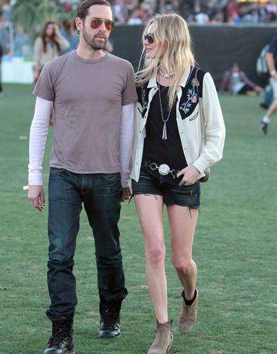 Кейт Босуорт (Kate Bosworth) с бойфрендом на музыкальном фестивале Coachella 2012