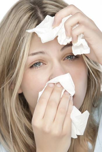 Главный симптом конъюнктивита – боль в глазах. Больные обычно приводят более дифференцированное определение – резь, жжение, повышенная слезоточивость.